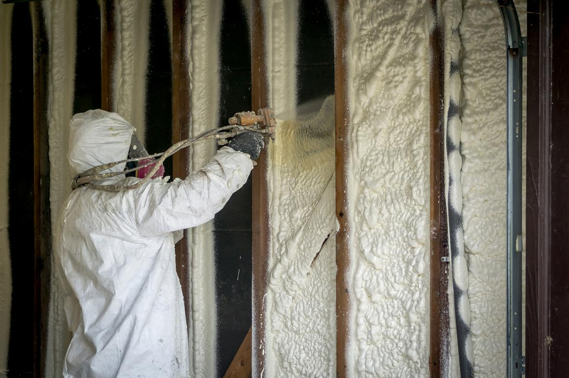 Did you know that closed-cell spray foam insulation can be used as a vapour barrier and has a higher R-value than open-cell SPF?